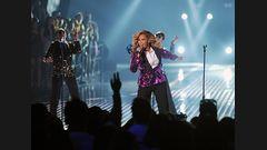 "Beyoncé Performs ""Love On Top"""
