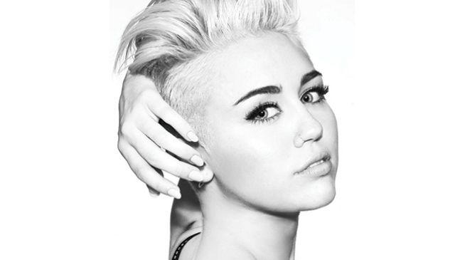Uma prova que Miley Cyrus gosta tanto de Spice Girls quanto todos nós