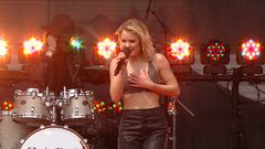 "Zara Larsson ""Don't Let Me Be Yours""/""Shape Of You"" Live Performance"