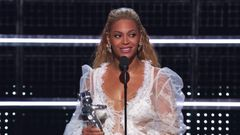 """Beyonce Wins Video of the Year for """"Formation"""""""