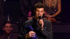 Shawn Mendes Accepts Best Male