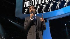 Aziz Ansari introduit Kanye West