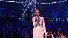 Allison Williams Introduces Katy Perry