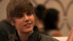 Chelsea Handler Tries to Grab Justin Bieber's Wig