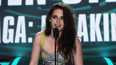 Robert Pattinson And Kristen Stewart Win Best Kiss