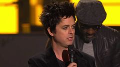 Green Day Accepts Global Icon Award
