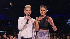 Vanessa Bayer From 'SNL' Does Her Best Miley Cyrus To Introduce Miley Cyrus To The VMA Stage
