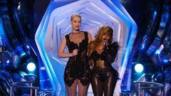 Iggy Azalea And Lil' Kim Present Best Hip-Hop Video
