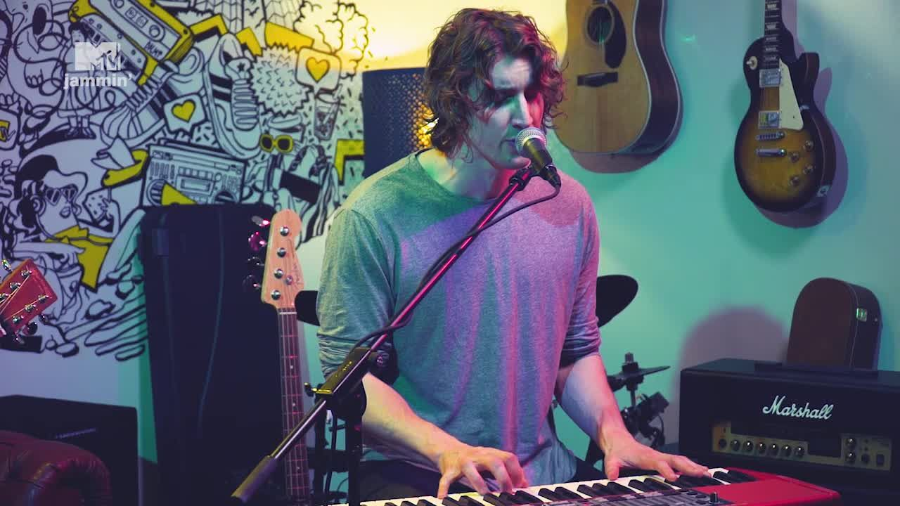 Dean Lewis performs